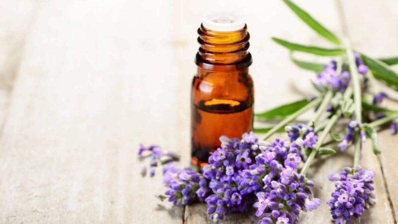 Les bienfaits des huiles et des eaux florales
